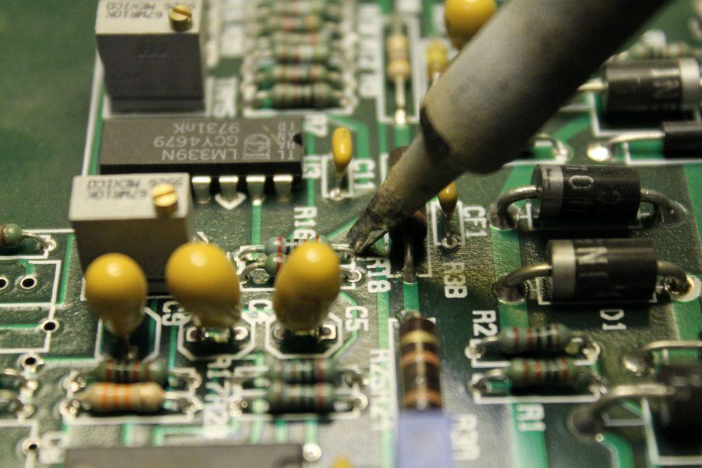 Costruzione e Riparazioni su Schede Elettroniche